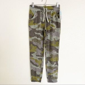 Cat & Jack Green Camouflage Joggers Boy Girl 18